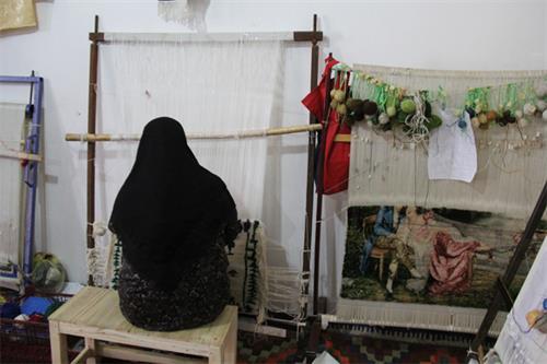 تولید ۱۸۹ تخته فرش و صنایع دستی توسط مددجویان کمیته امداد لرستان