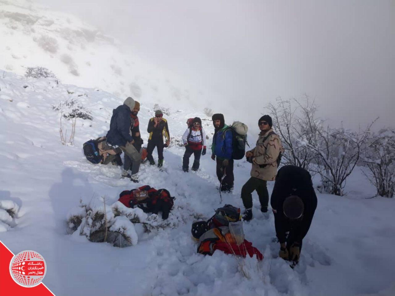 نجات جان ۵ کوهنورد گم شده در ارتفاعات اشترانکوه