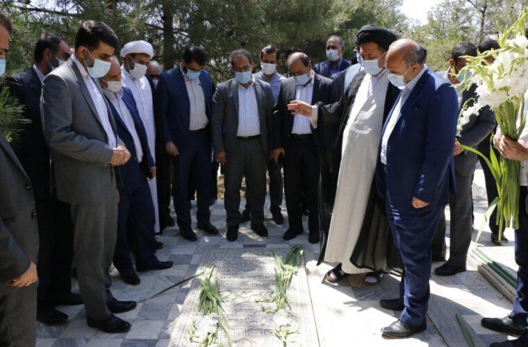 به مناسبت هفته قوه قضاییه گلزار مزار شهید سید فخرالدین رحیمی غبارروبی شد